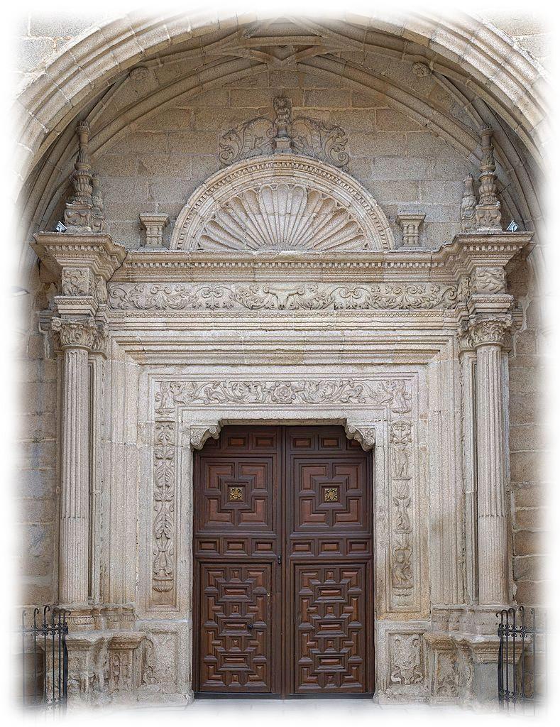 Puerta norte de la iglesia