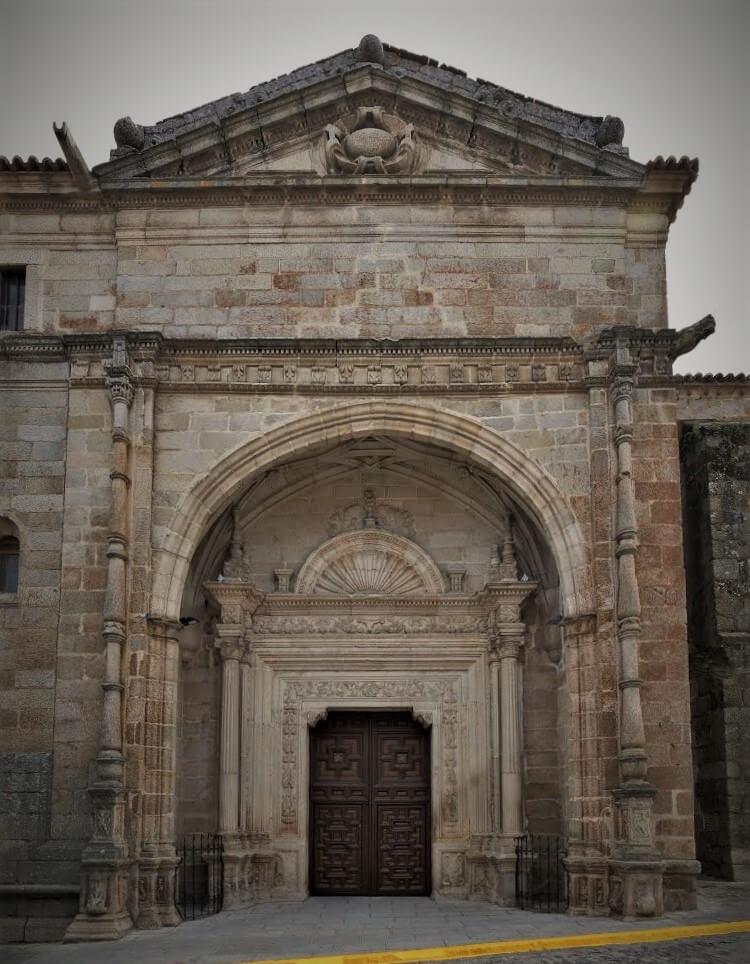 Portada principal de la Iglesia